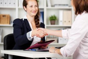 Badenia Personalservice GmbH Business handshae bewerbungsgespräch